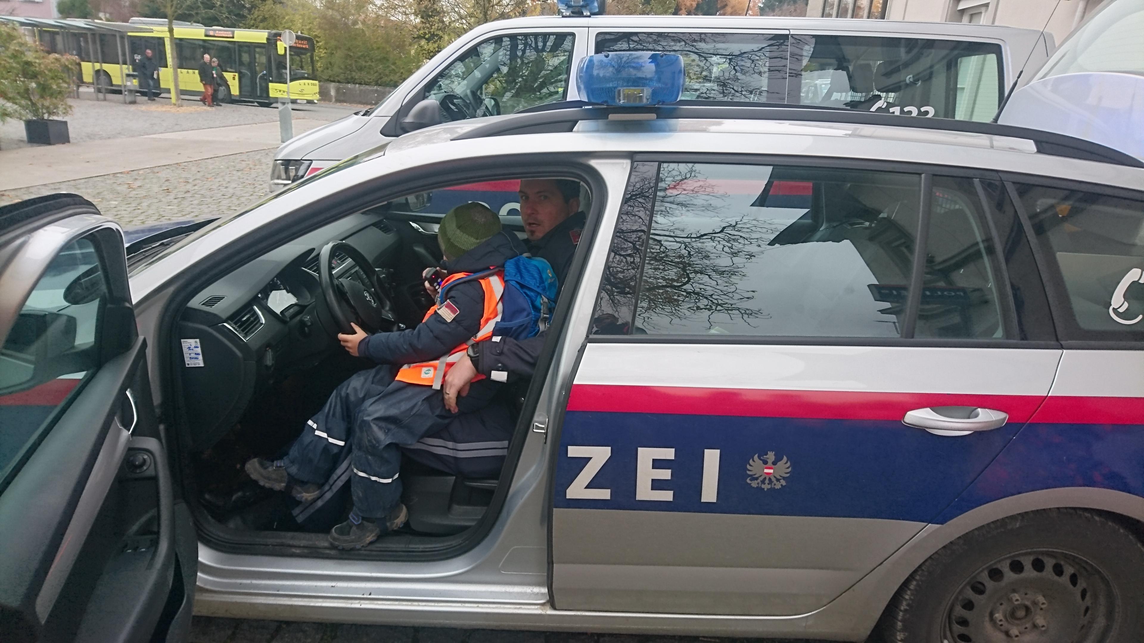 Ausflug zur Polizei November 2019 (29).JPG